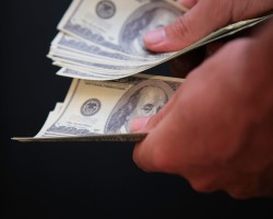 ФРС США: Новая купюра в 100 долларов дороже, но лучше