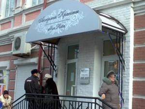 В саратовском косметическом центре по завышенным ценам продавали поддельные крема