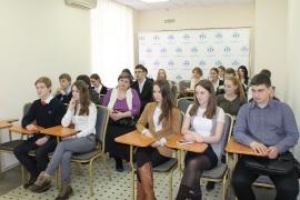Тюменским школьникам рассказали, как отличить настоящую продукцию от подделки
