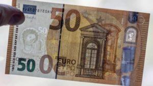 В Европе введена в обращение новая купюра в 50 евро